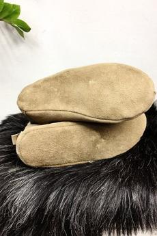 Herd - Beżowe bambosze - Mikołajki. Naturalna skóra owcza.