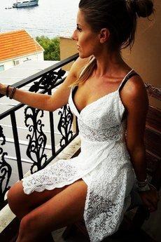 WOW - Koronkowa sukienka krótka ze skrzyżowanymi ramiączkami