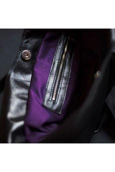 Emilia Arendt - Czarna, miękka, ręcznie szyta skórzana damska torba typu worek - na ramię