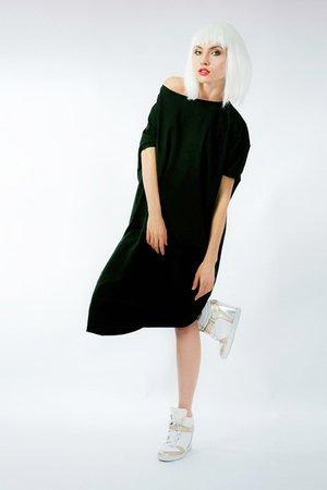 Asymetryczna sukienka krótki rękaw czarna