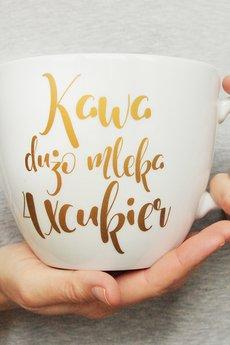 ONE MUG A DAY - Litrowy kubek ze złotym napisem
