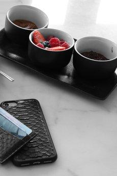 "Pytoncase - iPhone  case ""Black Python"" - personalizacja"