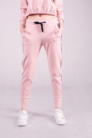 Spodnie dresowe damskie ze ściagaczem -RÓŻ