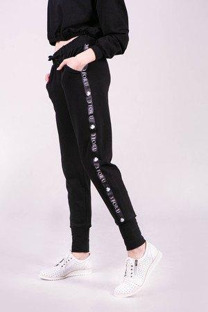 Spodnie dresowe damskie ze ściagaczem i lampasem-CZARNE