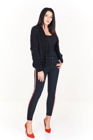 Jeansowe spodnie rurki z kolorowym lampasem po bokach