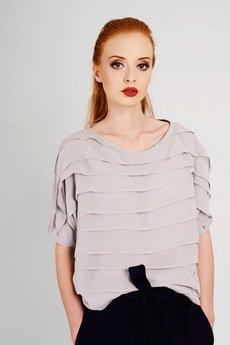 Non Tess - szyfonowa szara bluzka z plisami