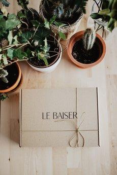Le Baiser - Stanik biały z motylkami Boho Bride