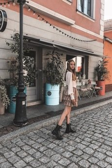 Elevenstory - Beżowa spódniczka Jolie Short