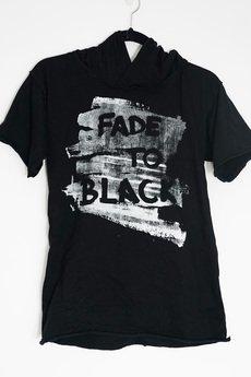 PIKIEL - FADE TO BLACK t-shirt z białym nadrukiem