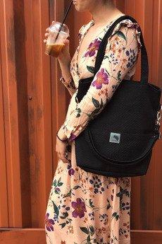 Karolina Audycka - Prostokątna czarna torebka z grubej plecionki