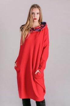 3 FOR U - Sukienka z kominem oversize CZERWONA Z WZOREM