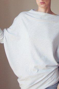 ONE MUG A DAY - Asymetryczny sweterek trapez szary