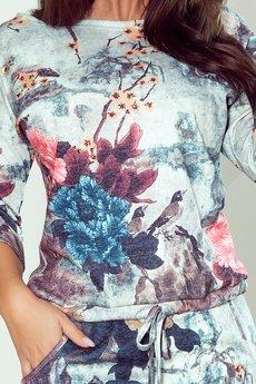 numoco - 13-115 Sukienka sportowa - kwiaty na szarym tle