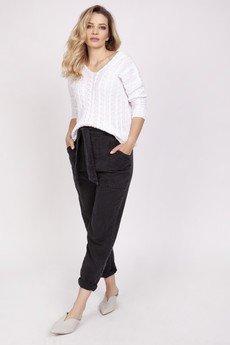 MKM swetry - Sweter ozdobiony warkoczami - SWE213 biały MKM