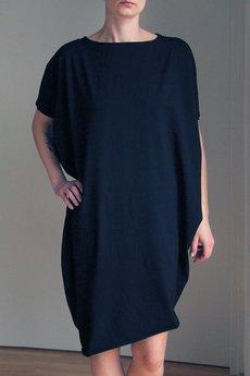ONE MUG A DAY - Sukienka asymetryczna krótki rękaw czarna
