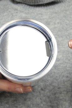 ONE MUG A DAY - Metalowy kubek termiczny Ograniczam Biały