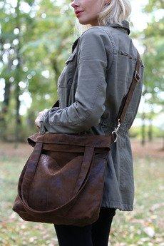 Karolina Audycka - Brązowa torba z zamszu ekologicznego z regulowanym