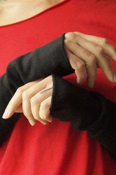 ONE MUG A DAY - Rękawki bez kciuka czarne
