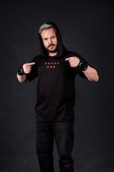 PIKIEL - Czarny t-shirt z kapturem OSIEM GWIAZD