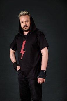 PIKIEL - Czarny t-shirt z kapturem BŁYSKAWICA #strajkkobiet
