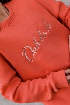 Ooh la la - Koralowa bluza oversize ze złotym firmowym haftem